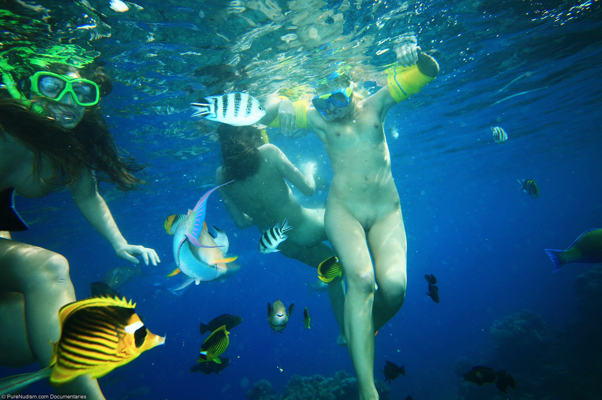 boys-scuba-diving-naked
