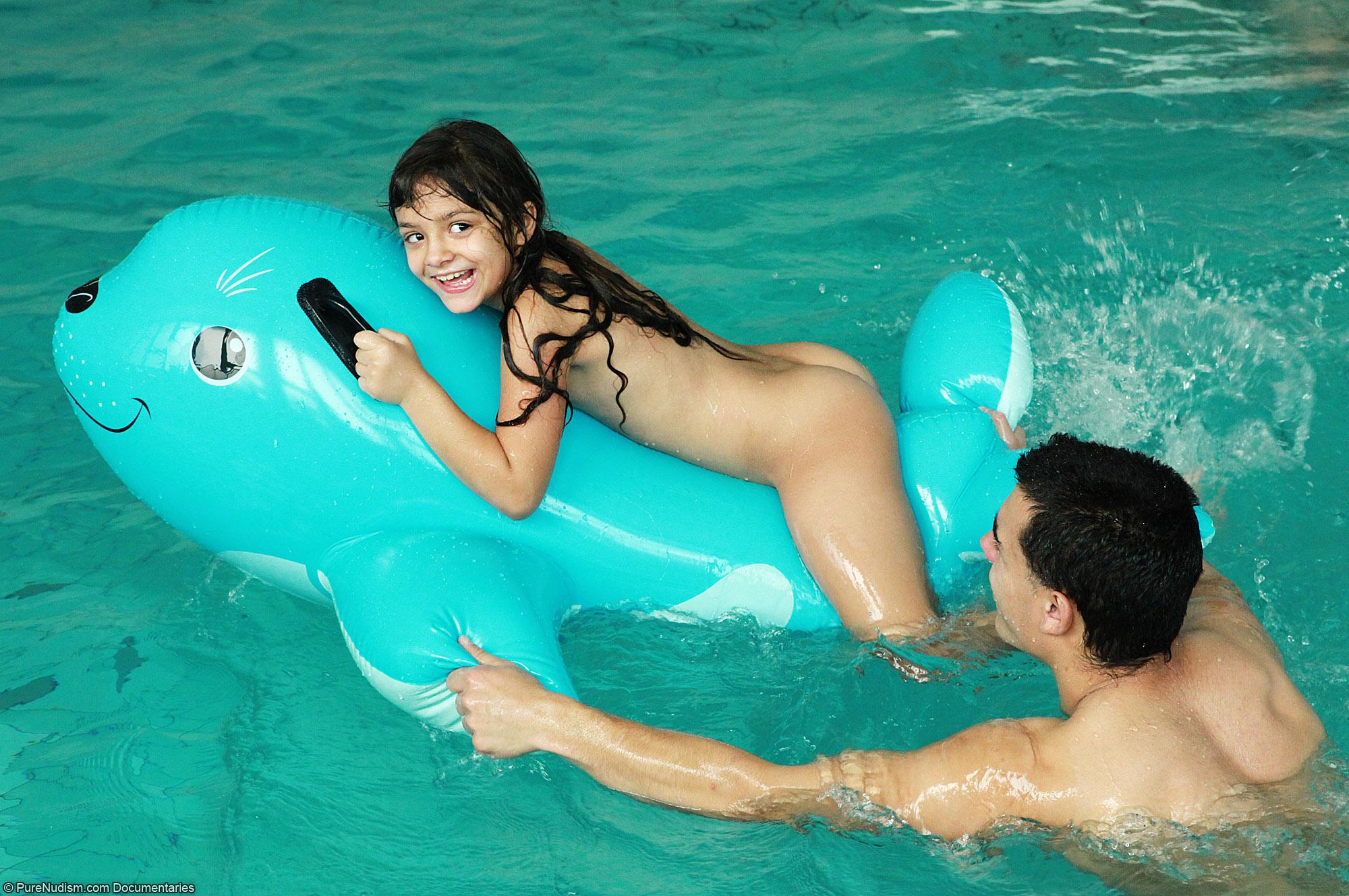 Pure Nudism Family   Download Foto, Gambar, Wallpaper ...