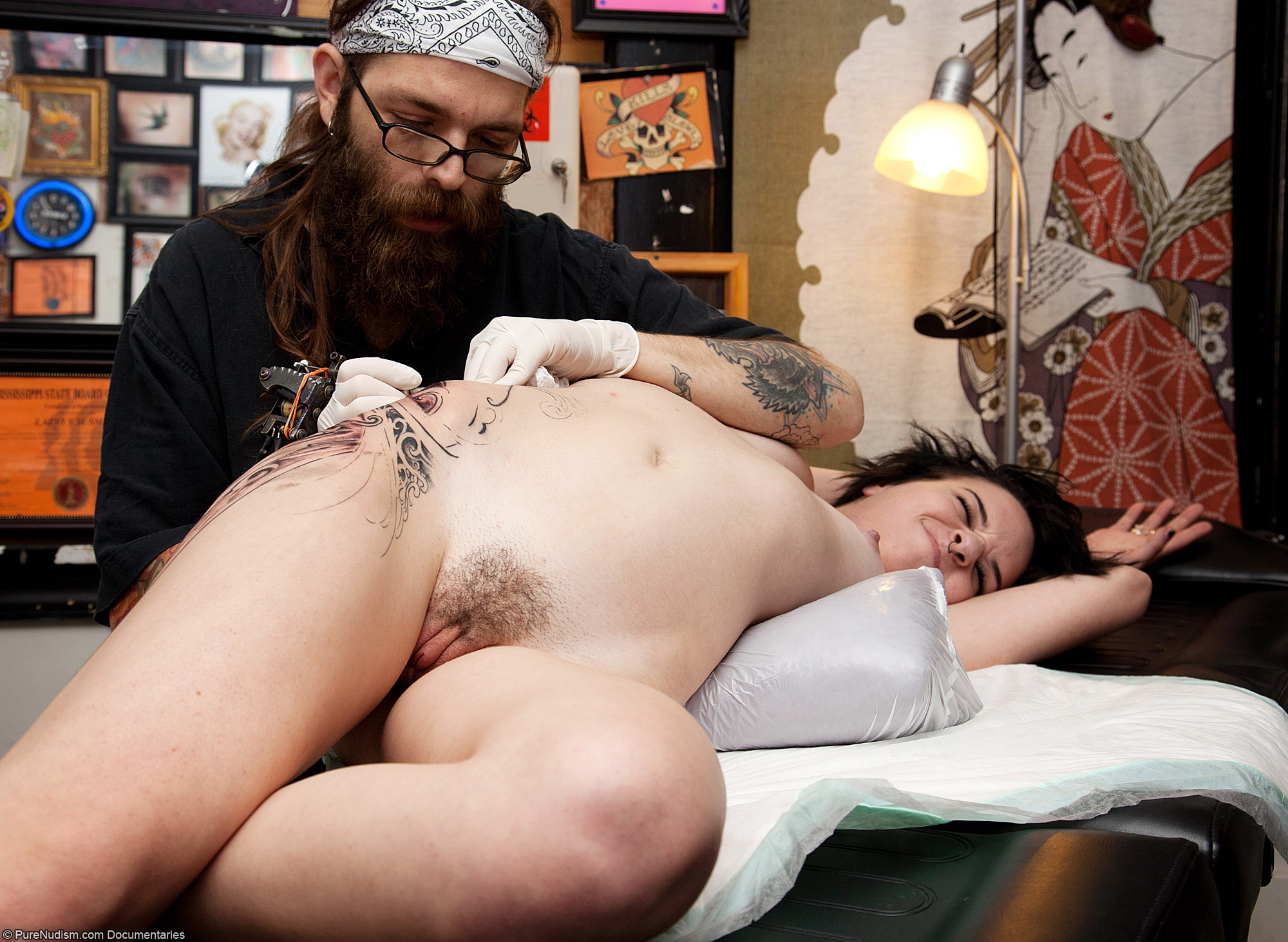 COM - Best Way to Get a New Tattoo Work is in the Nude Picture